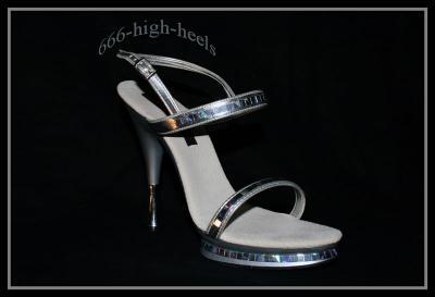 schuhsammlung 19 silberne sandaletten. Black Bedroom Furniture Sets. Home Design Ideas