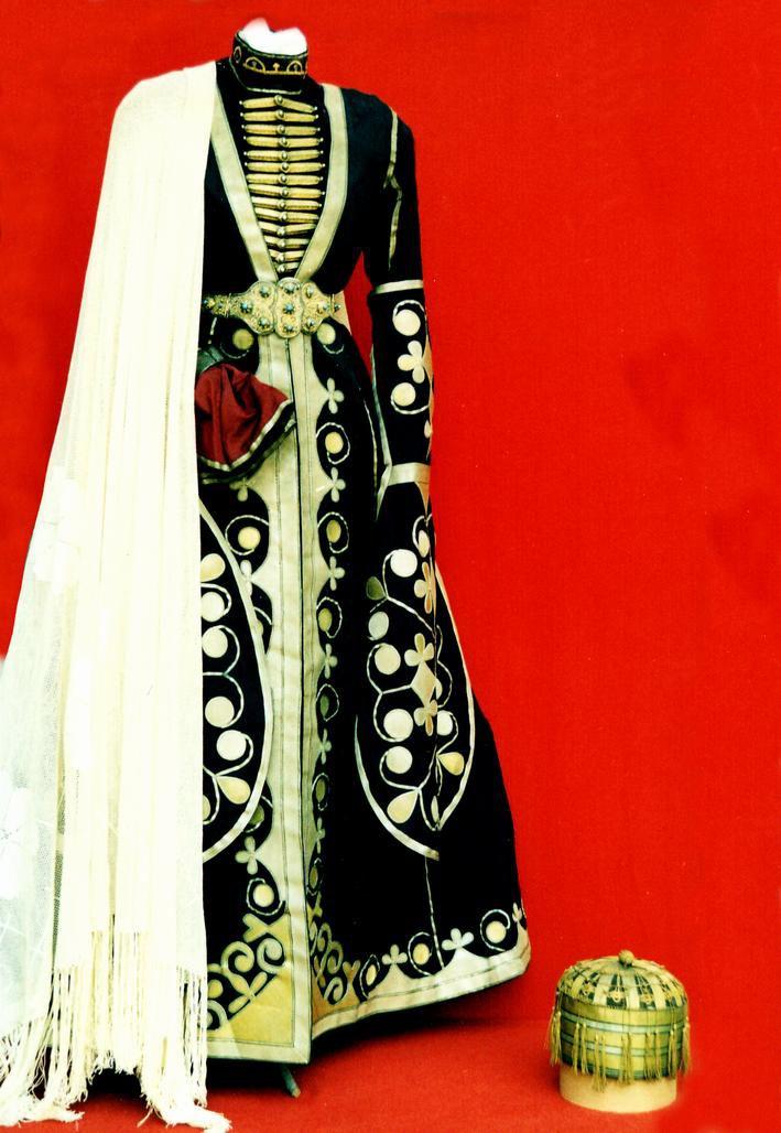 Традиционный мужской костюм - черкеска, бешмет, штаны, меховая шапка с суко