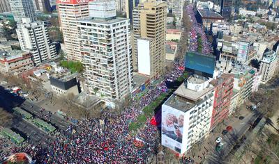 Chile: Maza humana marcha por,  NO MAS AFP.