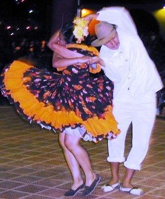 El mejor show de baile llanero, con sus pasos y trajes tipicos, nos consolida como la número uno. El joropo representa la forma más genuina de la expresión