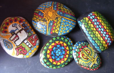 espacio de arte pintura sobre piedras