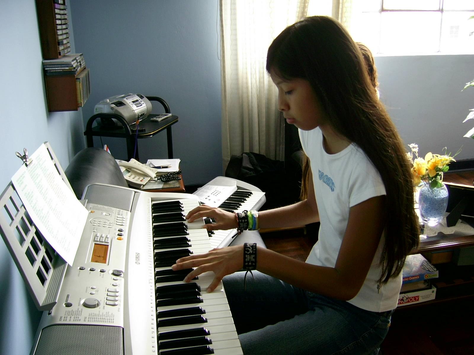 Su profesor de piano le da clases a cambio de sexo duro video completo hd gt festyycomwnrq6k - 3 3