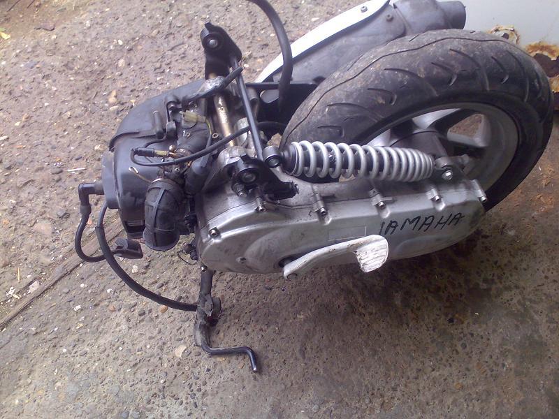 Motor complet minarelli yamaha, se potriveste pe orice scuter echipat cu motor minarelli racire aer. functioneaza impecabil. 500 ron fix.o72968o999