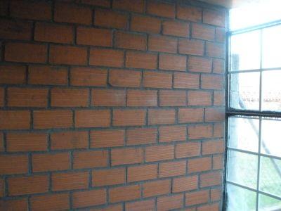 Casa residencial familiar aislar pared del frio tuberias - Aislar paredes del frio ...