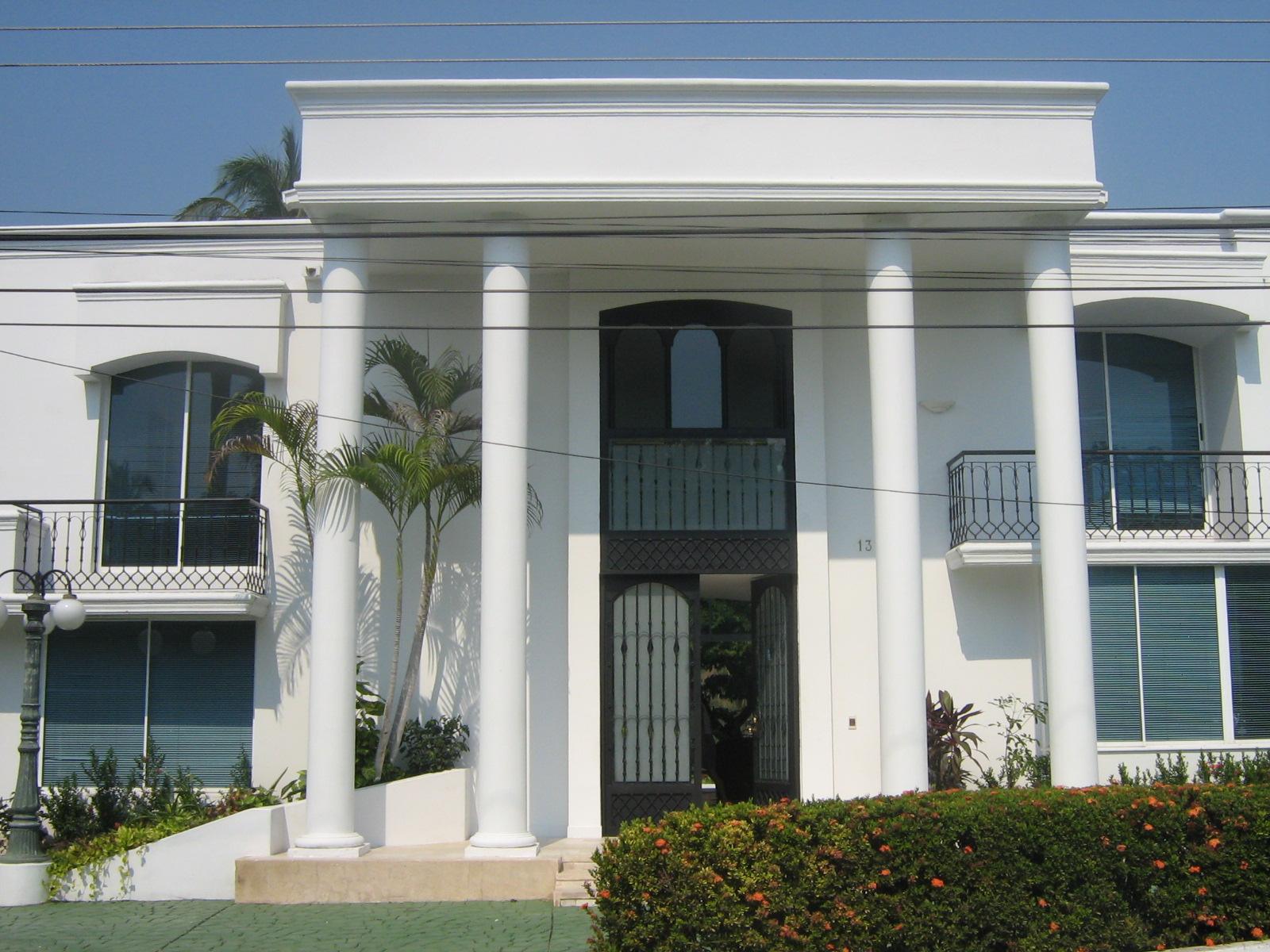 Fachadas de casas pequenas elegantes e bonitas toca da for Fachadas pequenas