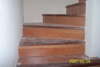 Trabajos y reformas inmobiliarias escalera en parquet for Escaleras de parquet