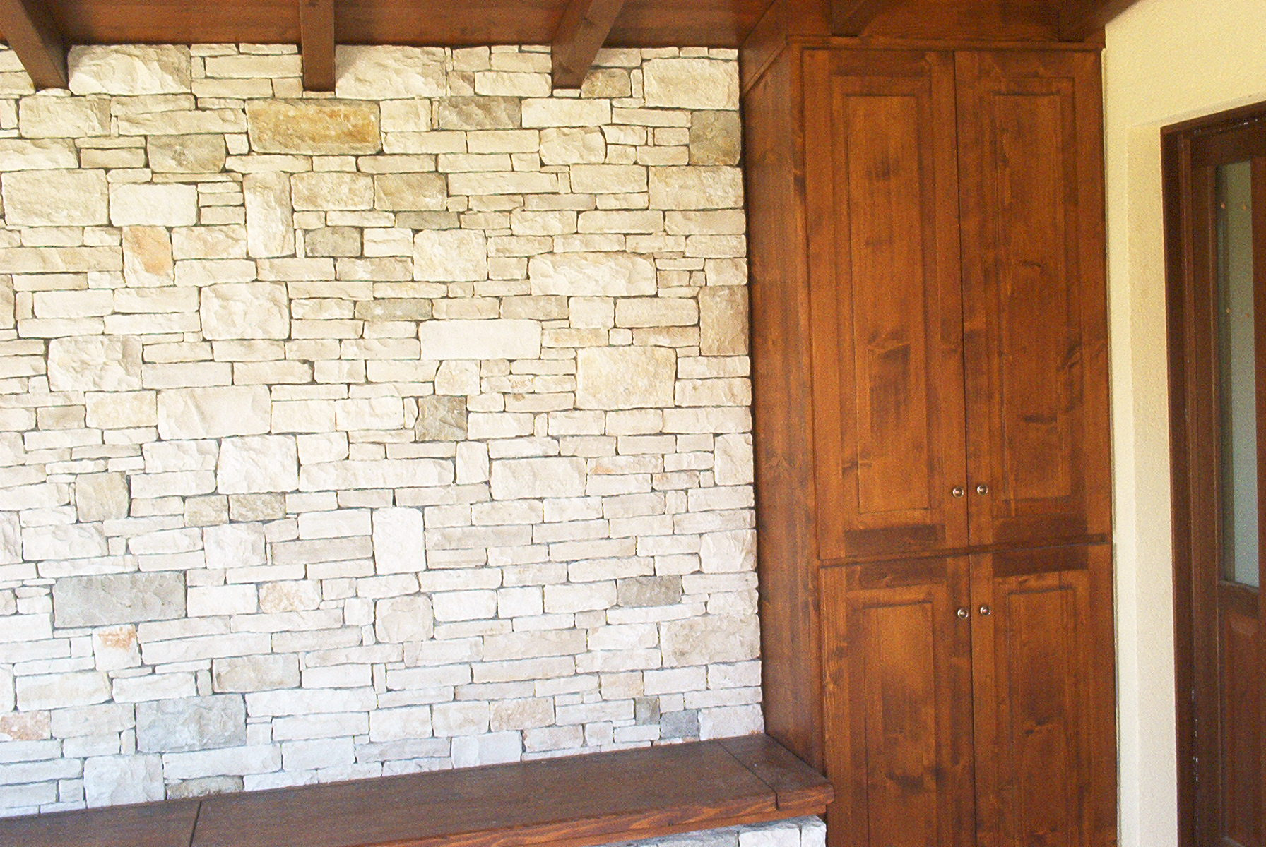 muro in pietra di trani muro e panca in pietra di trani