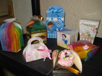 Contamos tambien con dulceros en forma de cajitas con diferentes ...
