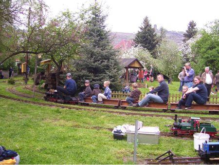 Impressionen aus der Welt der personenbefördernden Gartenbahn Mbc-10-4