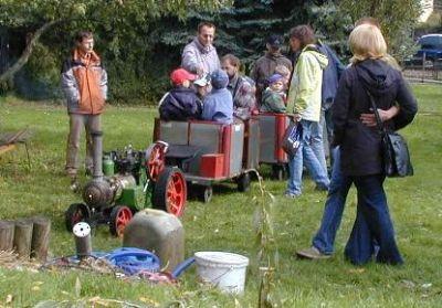 Impressionen aus der Welt der personenbefördernden Gartenbahn Rdbl1007