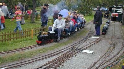 Impressionen aus der Welt der personenbefördernden Gartenbahn Rdbl1010