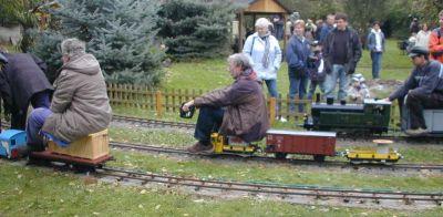 Impressionen aus der Welt der personenbefördernden Gartenbahn Rdbl1013