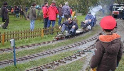 Impressionen aus der Welt der personenbefördernden Gartenbahn Rdbl1014