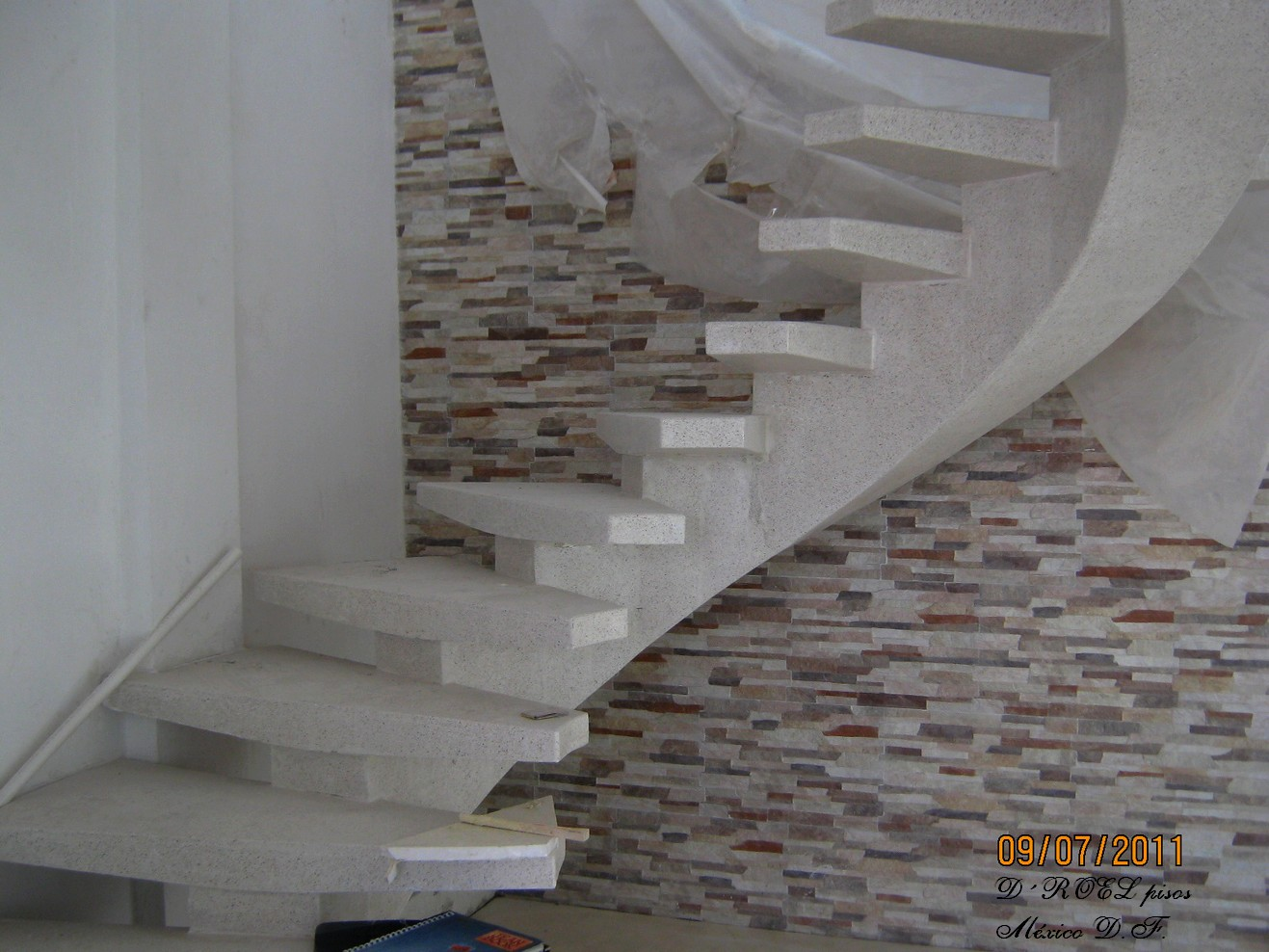 Droelpisosmexico escaleras for Medidas de escaleras de concreto