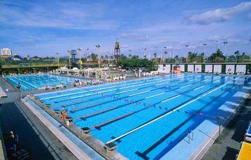 Estilos natacion instalaciones for Piscina 50 metros barcelona