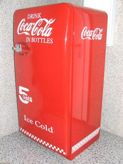 goggo manni old style coca cola fridge. Black Bedroom Furniture Sets. Home Design Ideas