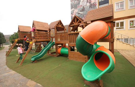 çocuk parkı okulda