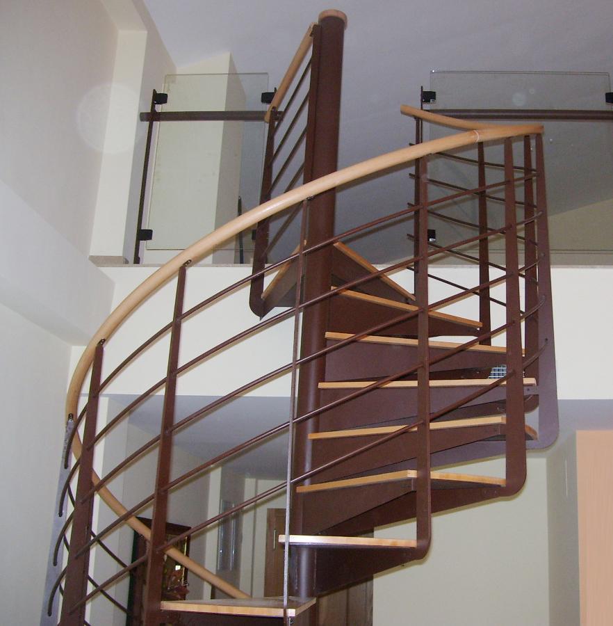 Hierros y aluminios enemar escaleras en hierro for Escalera recta de hierro y madera