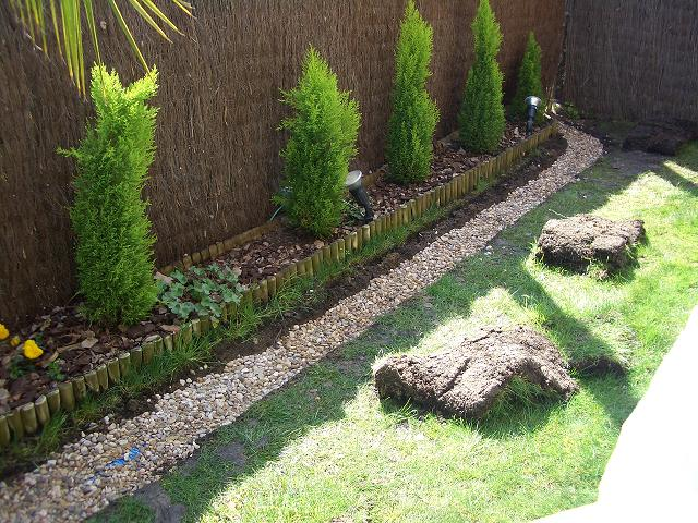 Jardineriaorion piedra de rio for Jardines adornados con piedras