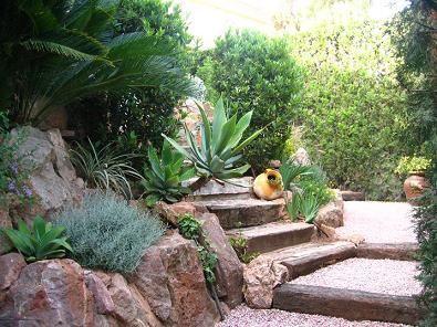 Holistic design dise os para el alma xeroscape o xeriscape for Bajos con jardin en pozuelo
