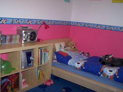 kinderzimmer matratze ecke die neuesten. Black Bedroom Furniture Sets. Home Design Ideas