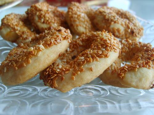 Yemekler tatlı tuzlu kuru pasta simit şekilli tuzlu kurabiye