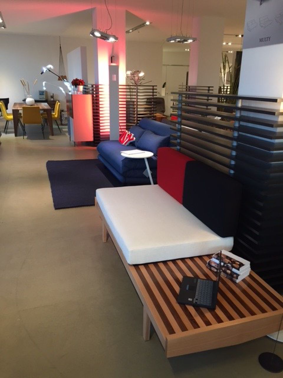 ligne roset n rnberg showroom. Black Bedroom Furniture Sets. Home Design Ideas