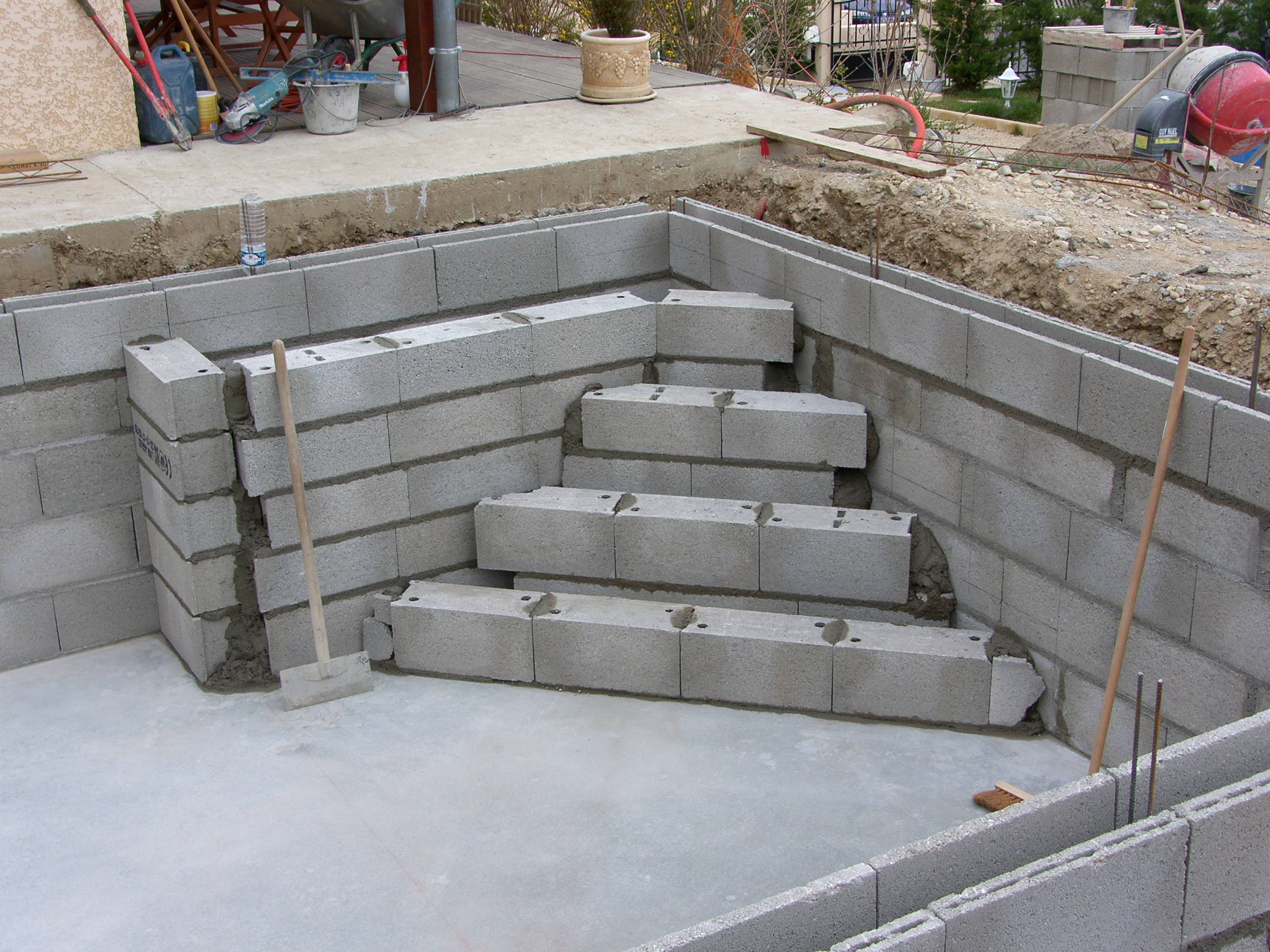 Ma piscine cr ation des escaliers for Escalier piscine
