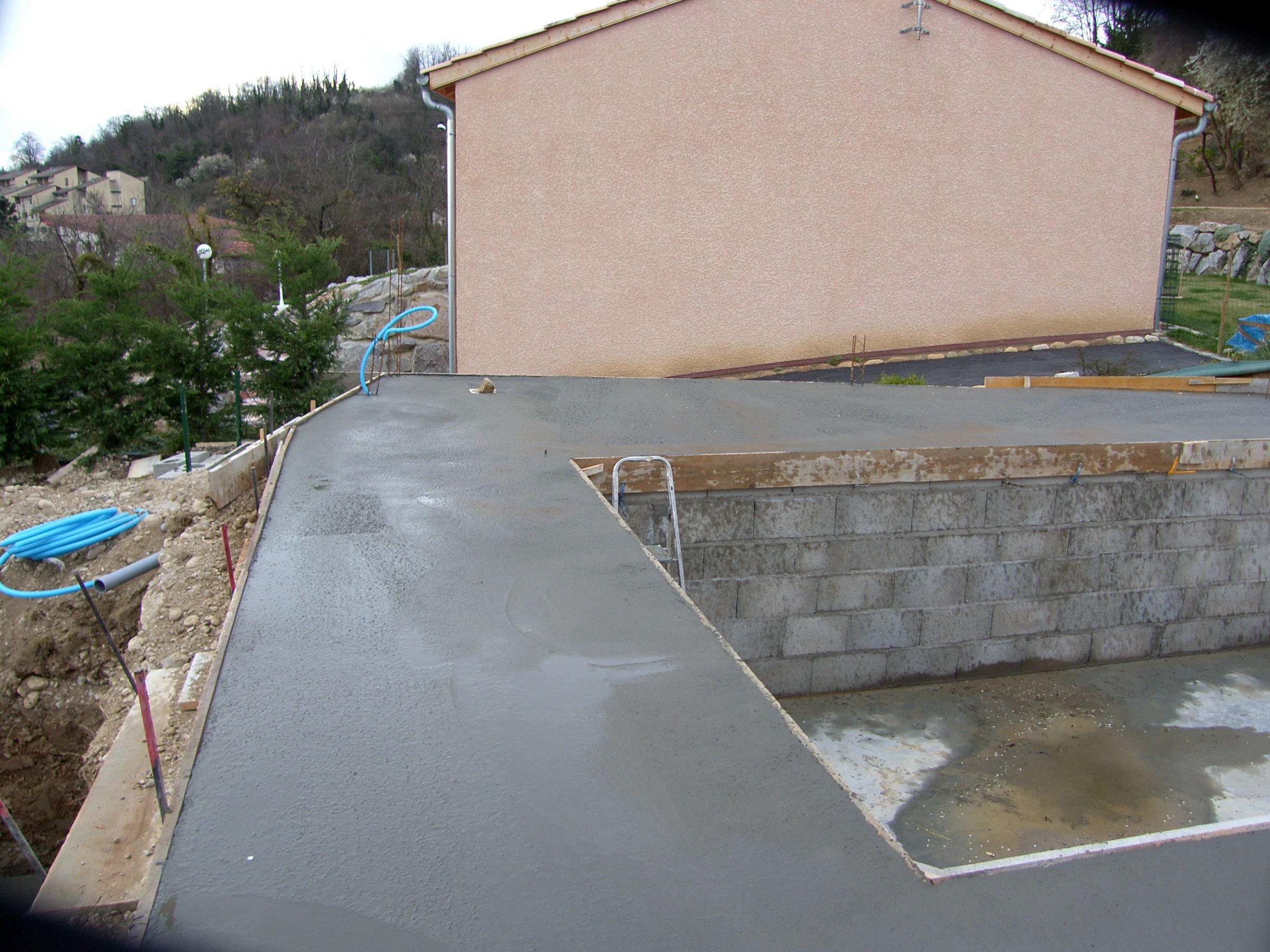 Ma piscine remblai et terrasse for Construction piscine et terrasse