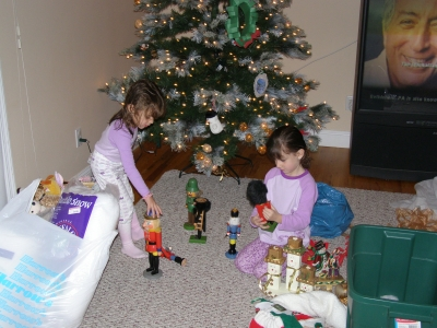 melle in den usa weihnachtsbaum schm cken. Black Bedroom Furniture Sets. Home Design Ideas