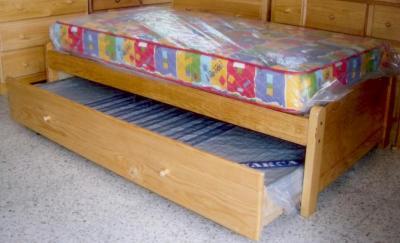 Todo tipo de muebles para dormir bases con cama auxiliar for Cama doble con cama auxiliar
