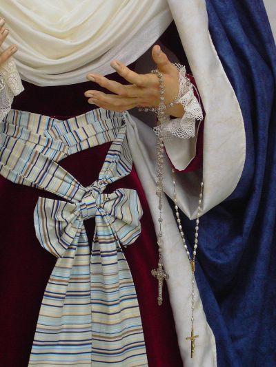 Detalle de la virgen de los dolores vestida de hebrea
