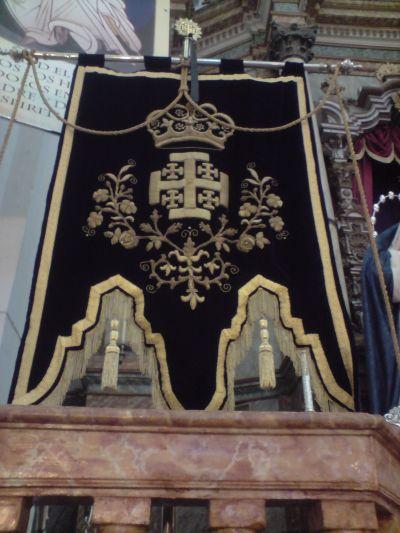 Estandarte bordado en oro sobre terciopelo realizado en 1892 por las monjas del extinguido convento de Santa Clara de Alcalá de los Gazules