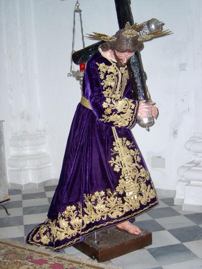 Túnica bordada en oro sobre terciopelo realizada en 2004 por D. Lorenzo Guttemberger Macias con bordados de un antiguo manto de la Virgen de los Dolores