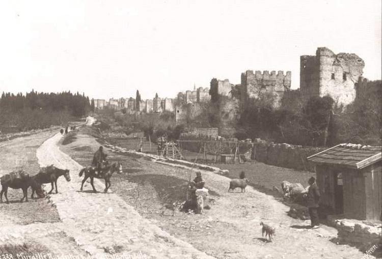 Eski istanbul resimleri ve fotoğraflari siyah beyaz renkli