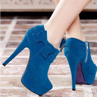 Туфли и платья женские