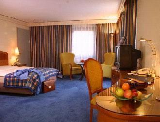 Paris nicky hilton 4 eva hilton hotel for Hotel chaine paris