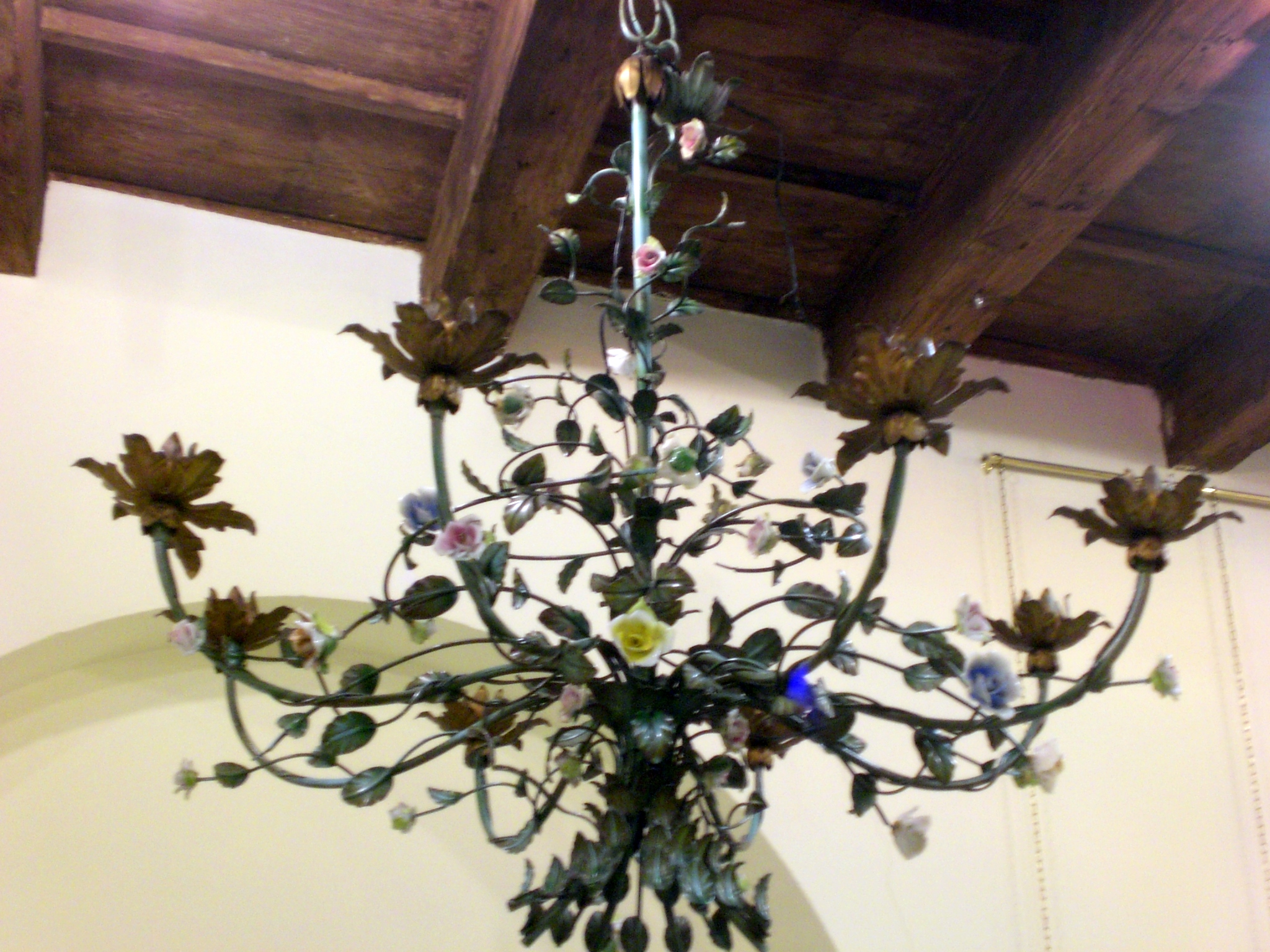 Pastis   Lampadario ferro battuto e roselline in ceramica di Capodimonte -> Lampadari Antichi Capodimonte