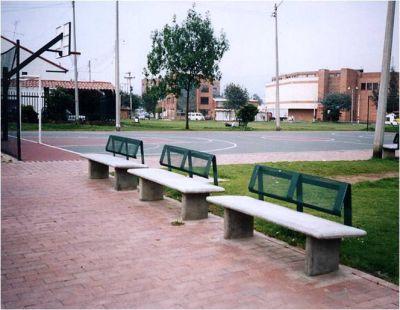 Soluciones perimetrales amoblamiento urbano for Amoblamiento urbano