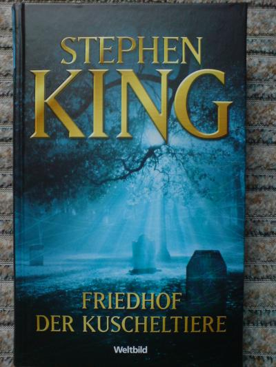 analysis of cujo a novel by stephen king Stephen king's cujo is the story of a rabid st bernard who traps a woman and her son in their car this is the summary of the surface level of the novel, but like the rest of king's works there are many other factors at work.