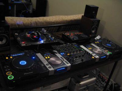 Technics Turntable SL-...