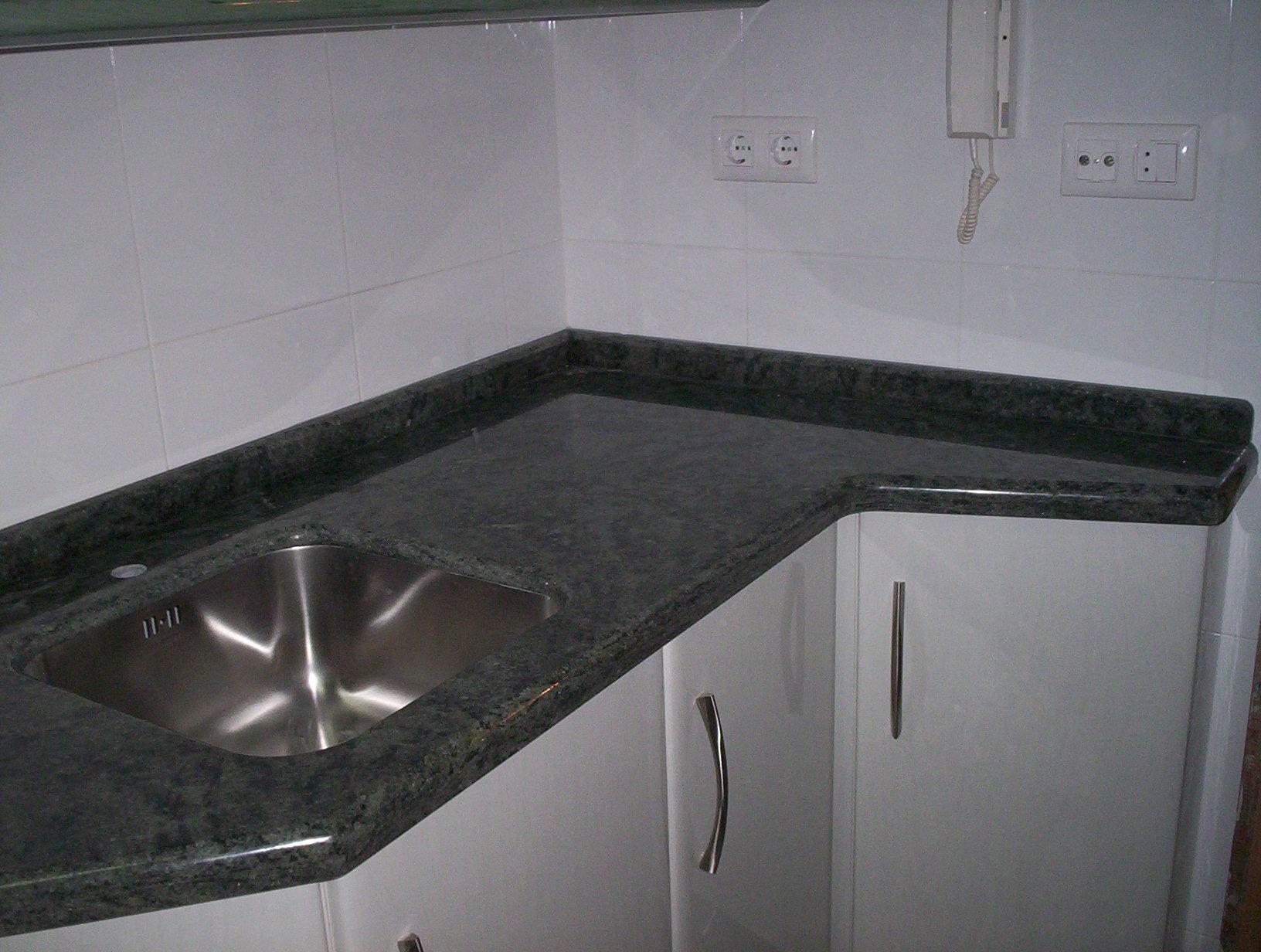 Muebles y decoraciones de marmol y granito carias granitos for Colores de granito importado