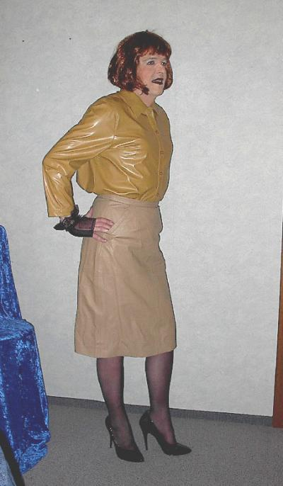 Transsexuell Vennessa in Strumpfhose und high Heels