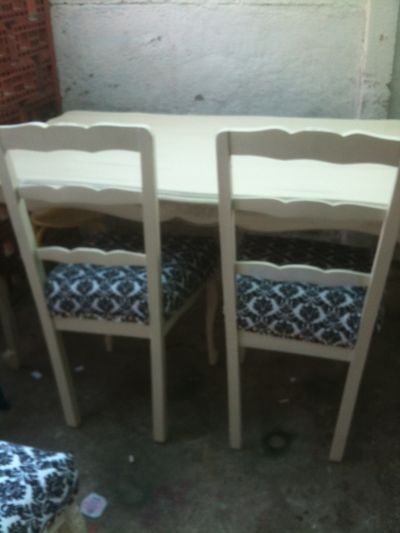 COMEDOR NORMANDO CON 4 SILLAS EN COLOR BLANCO CON PATINAS DE