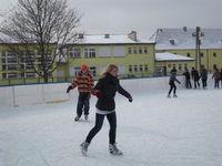 Wyjazdy dzieci i młodzieży na lodowisko - ferie 2010