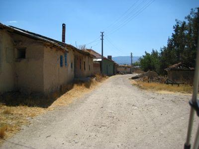 Ataköyde Jandarma Hasanın Evinin önündeki yol