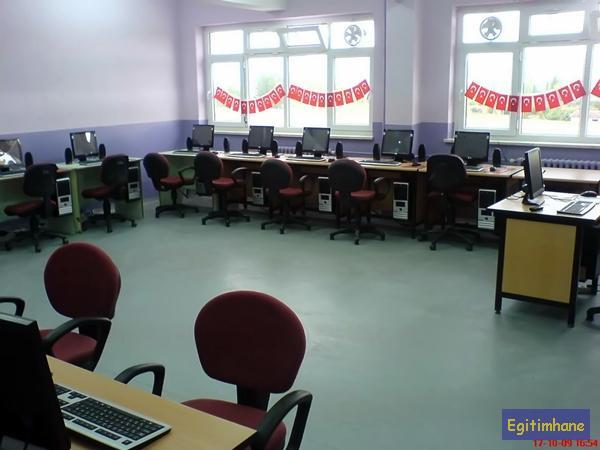 Kavaklar okul bilgisayar sınıfı