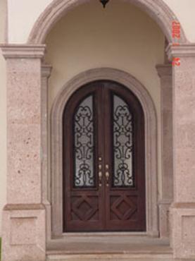 Forja y herreria puertas principales de forja for Como pintar puertas de sapeli