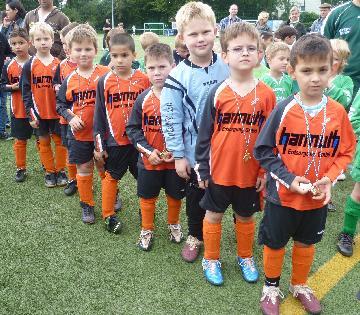 Ballfreunde Bambini bei der Siegerehrung bei Adler Frintrop am 03.07.2011