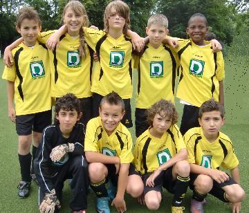 Ballfreunde E1 am 18.06.2010 zu Beginn des Turniers